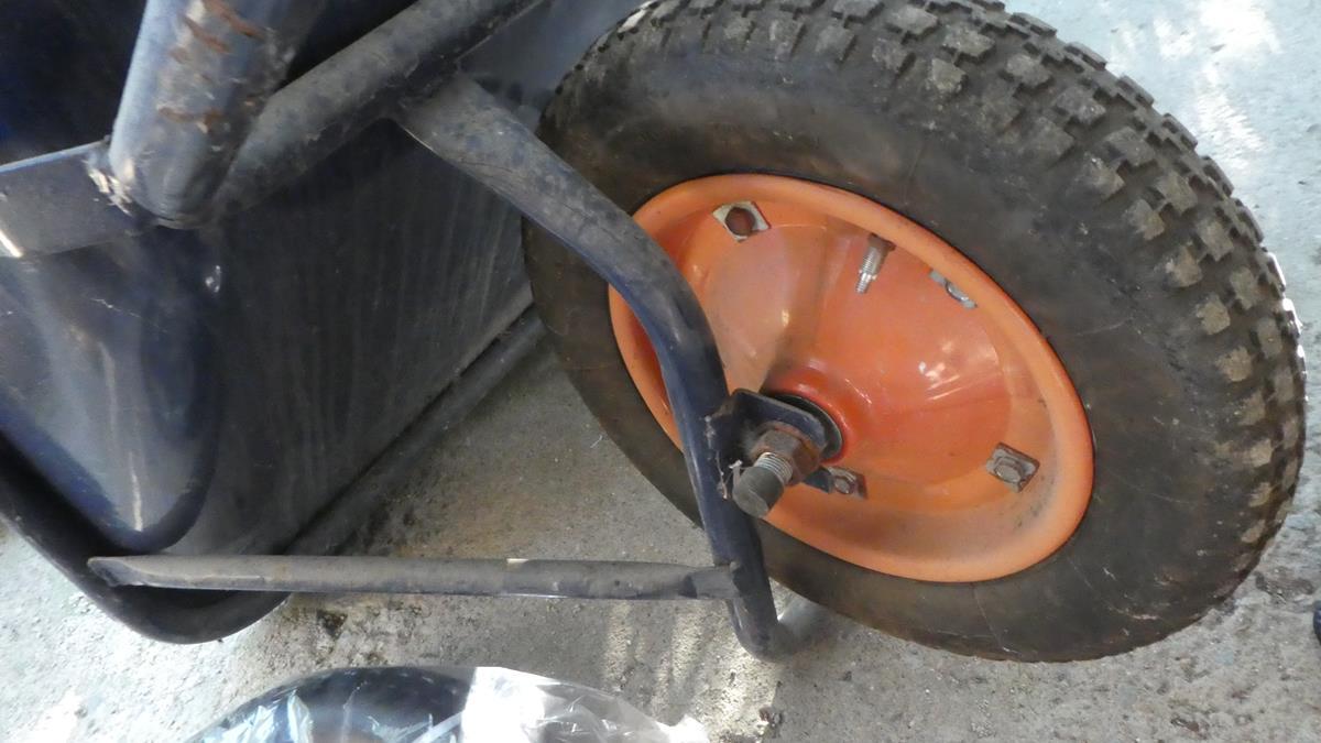 交換 一輪車 タイヤ